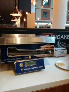 Pancake-maker-at-London-hotel-breakfast-lounge